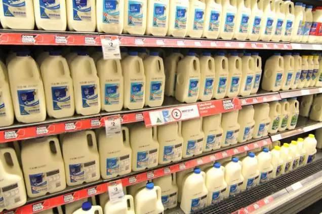 澳洲的可乐和牛奶一个价格